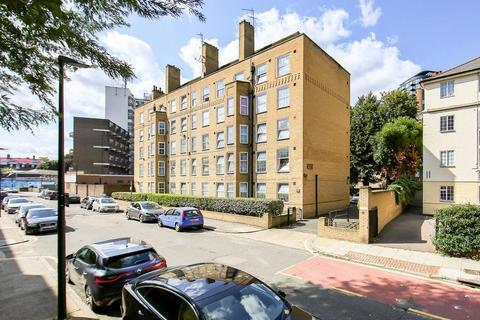 4 bedroom flat to rent - Prusom Street, London