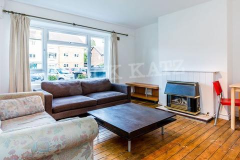 3 bedroom flat to rent - Boyton Close