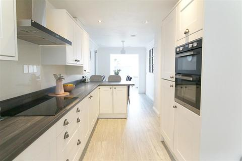 4 bedroom semi-detached house for sale - Thamesbrook, Hull