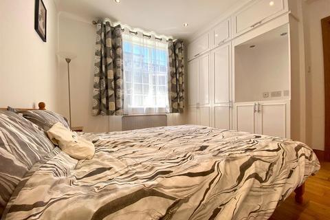 1 bedroom flat to rent - Kensington High Street, London