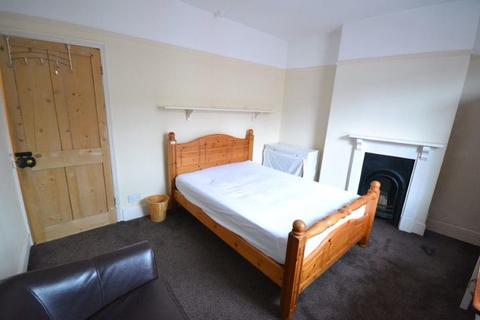3 bedroom terraced house to rent - St Leonards Road, Clarendon Park, Leicester, LE2 3BZ