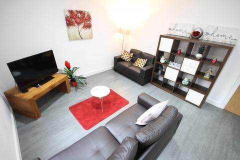 4 bedroom terraced house to rent - Linden Road, Beeston, Leeds, LS11 6HA
