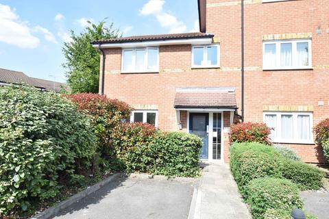 2 bedroom flat for sale - Crescott Hall, Ryland Close, Feltham, Middlesex, TW13