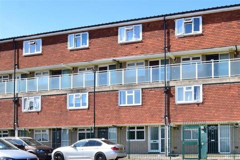 2 bedroom ground floor maisonette for sale - Foxcombe, New Addington, Croydon, Surrey