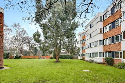 2 bedroom flat for sale - Trent Court, New Wanstead, London, E11