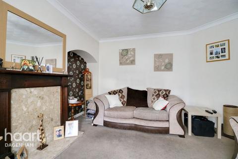 2 bedroom terraced house for sale - Standfield Road, Dagenham