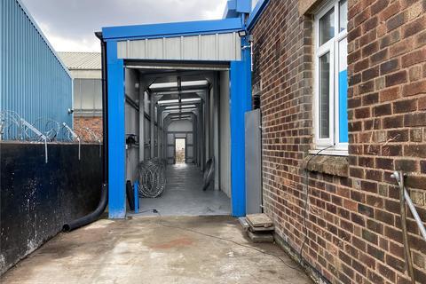 Distribution warehouse to rent - Portway Road, Oldbury, West Midlands, B69