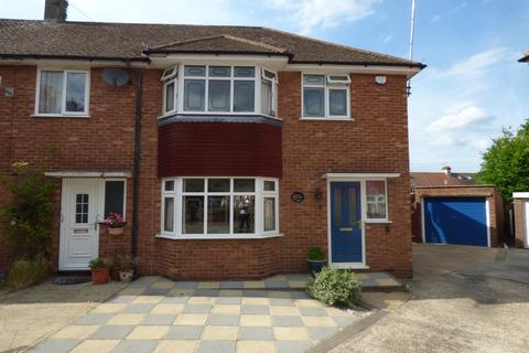 3 bedroom end of terrace house for sale - Swift Close, Cranham RM14