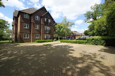 2 bedroom flat for sale - Sandown Court, Newbury Road, Crawley, West Sussex