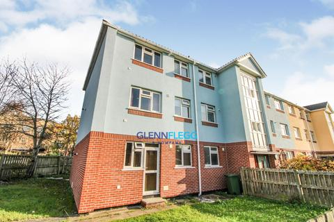 2 bedroom flat to rent - Slough