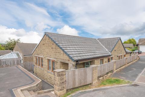 4 bedroom detached bungalow for sale - 7 Manor Park, Cowling BD22 0DW