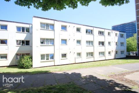 2 bedroom flat for sale - Essex Close, Luton
