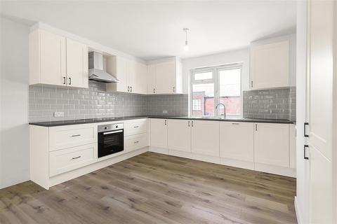 3 bedroom flat to rent - Burnfoot Avenue, SW6