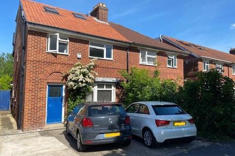 6 bedroom semi-detached house to rent - Gipsy Lane,  Headington,  OX3