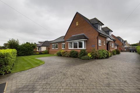 4 bedroom bungalow to rent - Meadows Avenue, Thornton-Cleveleys, Lancashire, FY5