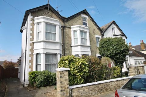2 bedroom flat to rent - Montem Road, New Malden