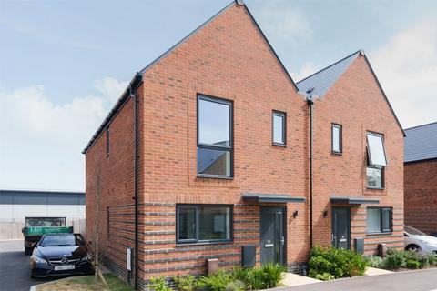 3 bedroom semi-detached house to rent - Courageous Road, Lee-on-the-Solent, Hampshire