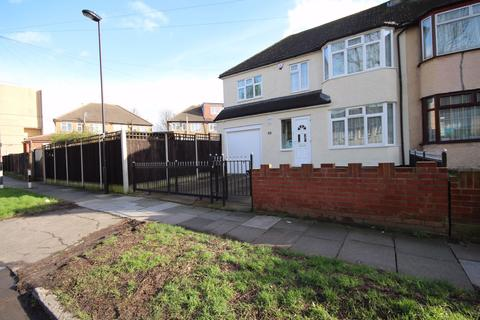 4 bedroom end of terrace house to rent - Southbury Avenue, Enfield, Greater London, EN1