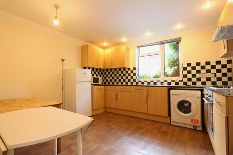 4 bedroom semi-detached house to rent - Chapel Way, London