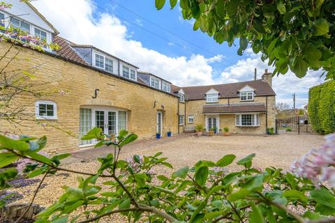 6 bedroom barn conversion for sale - Skillington