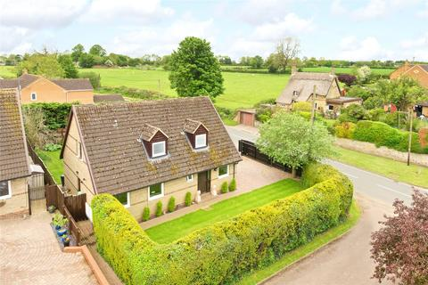 3 bedroom detached house for sale - Billing Road, Brafield on the Green, Northamptonshire, NN7