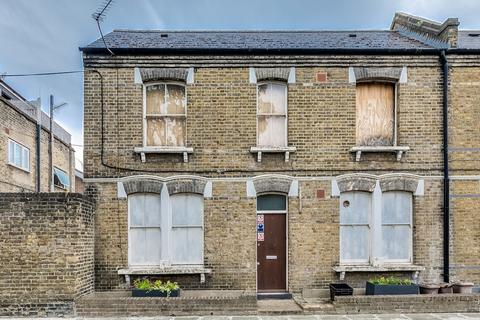 3 bedroom end of terrace house for sale - Tisdall Place London SE17 1QQ
