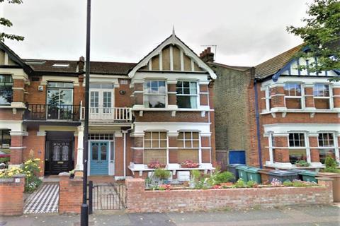 Studio to rent - Beacontree Avenue, Walthamstow, London