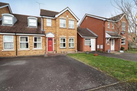 3 bedroom semi-detached house for sale - Wraysbury Close, Leagrave, Luton, Bedfordshire, LU4 9FS
