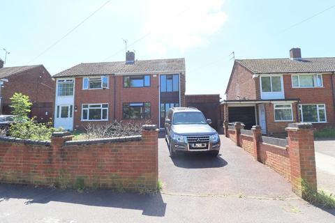 3 bedroom semi-detached house for sale - Fermor Crescent, Vauxhall Park, Luton, Bedfordshire, LU2 9HT