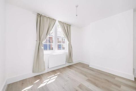 3 bedroom apartment to rent - Cleverly Estates, Wormholt Road, W12