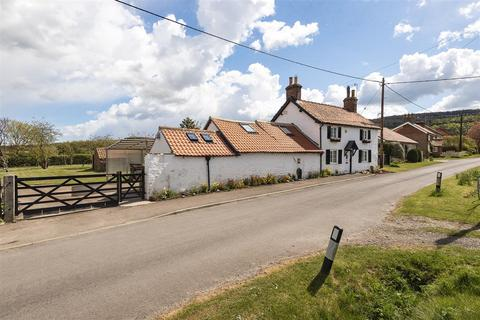 3 bedroom detached house for sale - Foxton's Cottage, Potter Brompton, Scarborough, North Yorkshire, YO12 4PE