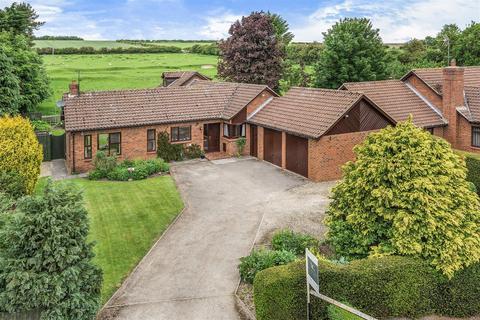 6 bedroom detached bungalow for sale - Lendales House, East Lutton, Malton, North Yorkshire YO17 8TG