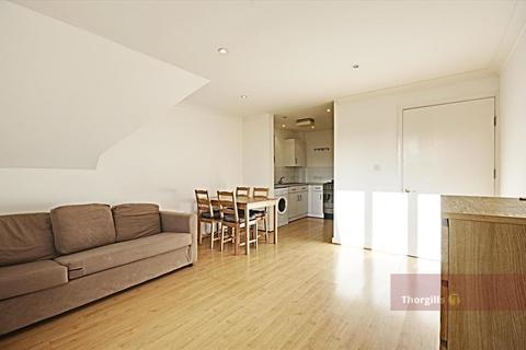 2 bedroom flat to rent - Bordeston Court, The Ham, Brentford