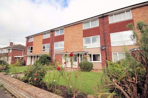 2 bedroom flat to rent - Benhall GL51 6BX