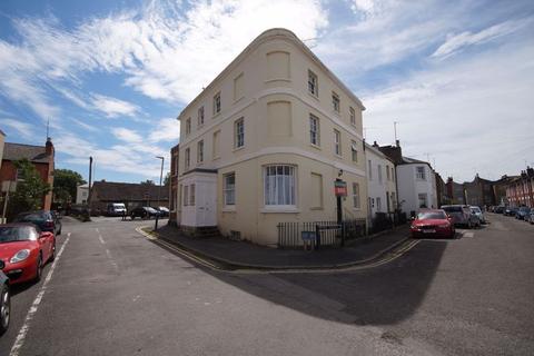 2 bedroom flat to rent - St Luke`s GL53 7JW