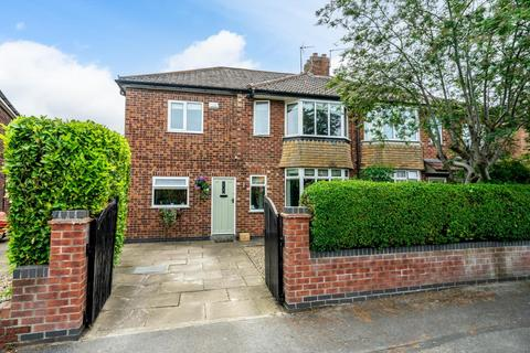4 bedroom semi-detached house for sale - Lawnswood Drive, Rawcliffe, York