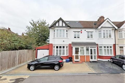 5 bedroom end of terrace house to rent - Montpelier Gardens, Romford