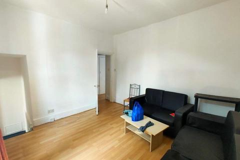 2 bedroom flat to rent - a Bowes Road, London