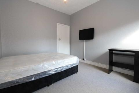 1 bedroom in a house share to rent - Room 3, Browning Street - 3 bedroom student home fully furnished, WIFI & bills included - NO FEES