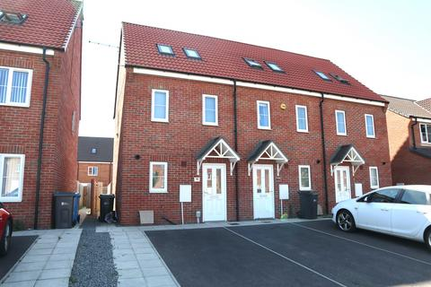 3 bedroom terraced house to rent - Grosvenor Road, Kingswood, HU7