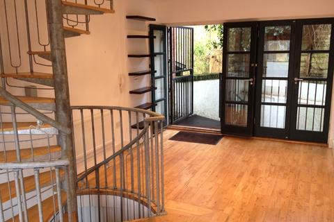 2 bedroom maisonette to rent - Casewick Road, West Norwood, London, SE27