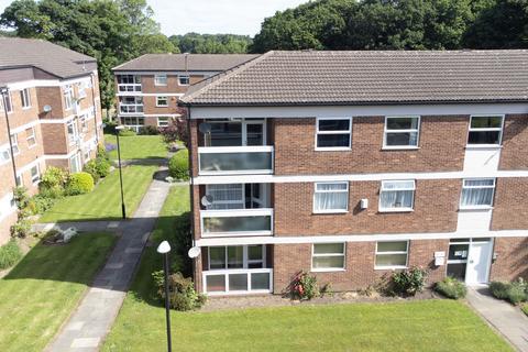 3 bedroom flat for sale - Foxhill Court, Leeds, LS16