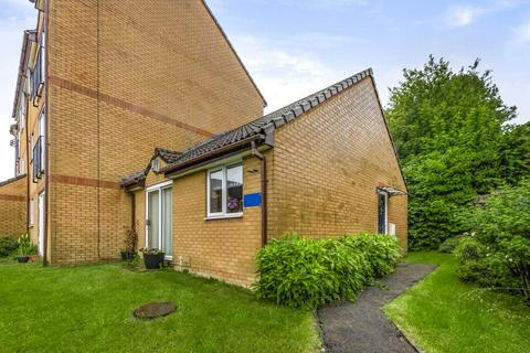 1 bedroom bungalow for sale - High Wycombe,  Buckinghamshire,  HP12