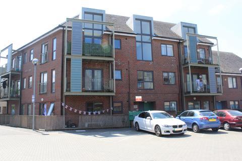 3 bedroom flat for sale - Plumridge Court, EN3