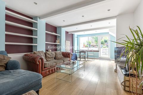 2 bedroom flat to rent - Ferme Park Road London N8