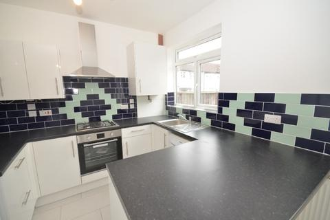 3 bedroom flat to rent - Carmforth Road, Streatham, London, SW16