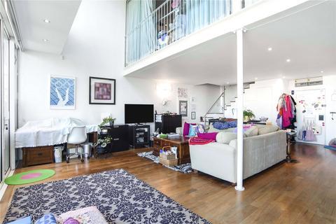 3 bedroom penthouse for sale - Wenlock Road, London, N1