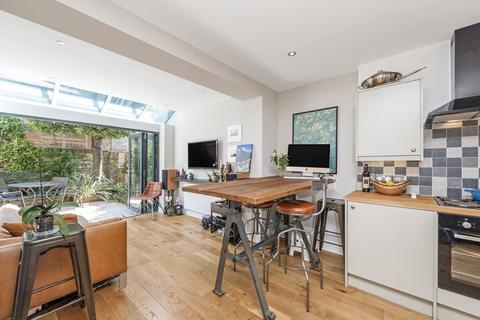 2 bedroom flat to rent - Lakeside Road London W14