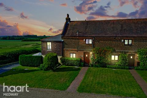 3 bedroom barn conversion for sale - Ostlers Court, Taylors Lane, Rochester