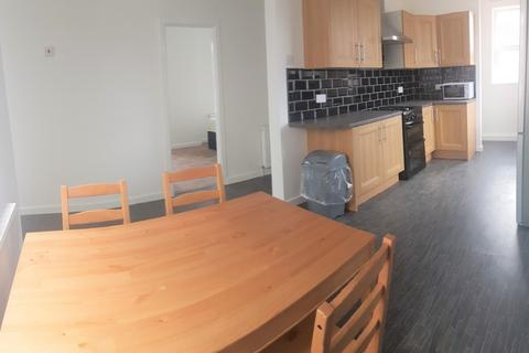 3 bedroom flat to rent - Montgomery Road, Manchester M13 0PW